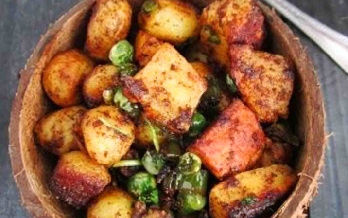 Fried Aloo Panner Chaat In A Bowl On Table